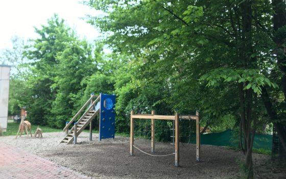 Kindergarten Bad Abbach - Aufbau von Spielgeräten